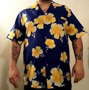 Men's 1970s Hilo Hattie shirt w/ lilies
